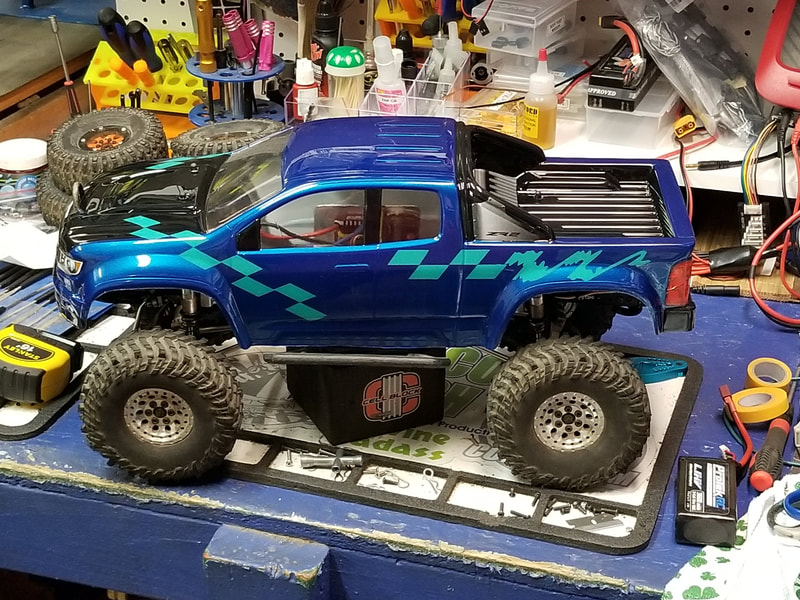 ProLine Chevy Colorado Custom Painted Body on Axial SCX10
